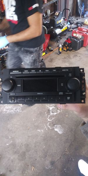 Chrysler 300 stock radio for Sale in Chicago, IL