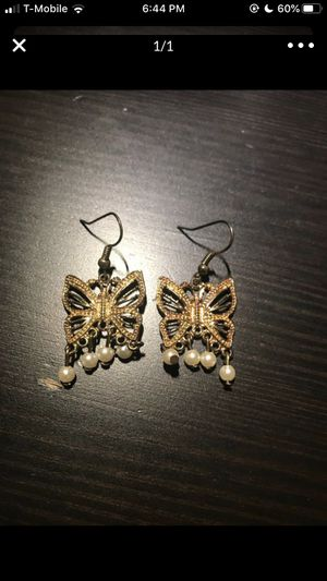 Free gold pearl butterfly earrings with purchase for Sale in San Diego, CA