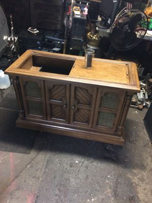 ANTIQUE STEREO CABINET EVERYTHING WORKS for Sale in Cleveland, OH