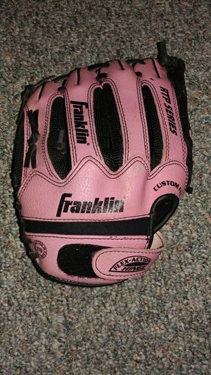 Child's Softball glove for Sale in Thomasville, NC