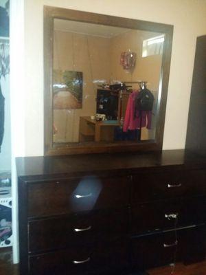 Dresser with mirror for Sale in Sacramento, CA