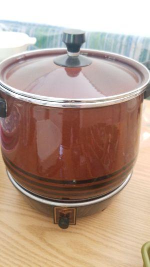 Vintage West Bend Crock Pot with original Cookbook and manual for Sale in Bellevue, WA