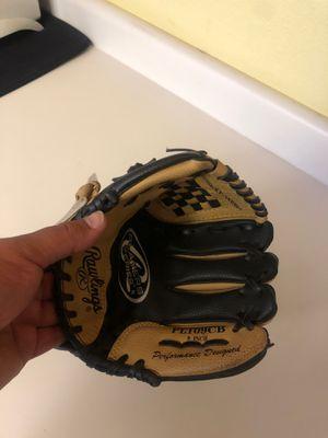 Kid's Baseball glove small for Sale in Salida, CA