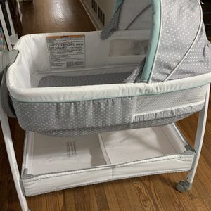 Graco Bassinet/Changing Table for Sale in Doraville, GA