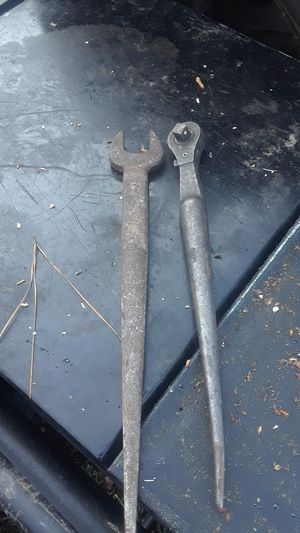 Spud wrenches Klein inch and 1/8 Spud and 1/2 inch Drive Spud ratchet for Sale in Dickinson, TX