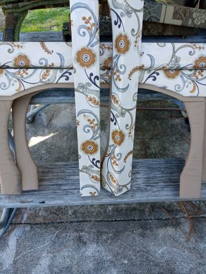 Rv valance 2 with legs and 3 with no legs for Sale in Celebration, FL
