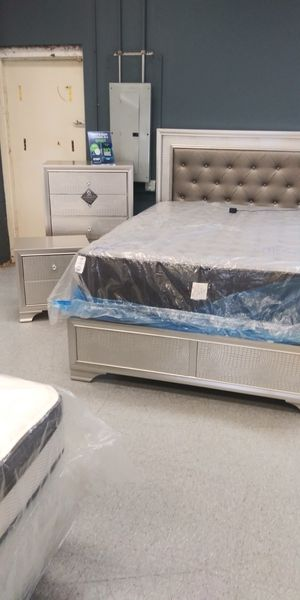 Queen 3 piece LED bedroom set mattress not included for Sale in Columbus, OH