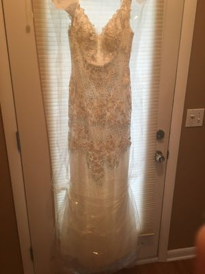 Form-Fitting Wedding Gown for Sale in Cleveland, OH