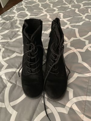 Black heel boots w/ zipper sz 7 1/2 for Sale in Arlington, TX