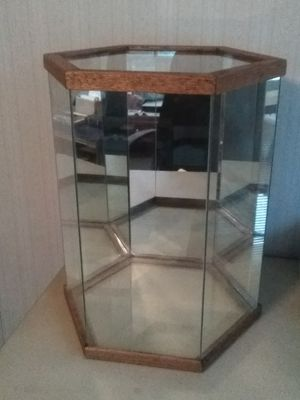 Octagon Shape Mirrored Glass Display Case. for Sale in Fountain Valley, CA
