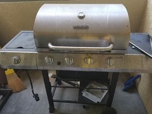 BBQ grill for great weekend 🍕🏠🎉 for Sale in La Costa, CA