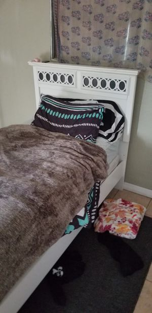 Twin bed frame with mattress and box spring for Sale in Bloomington, CA