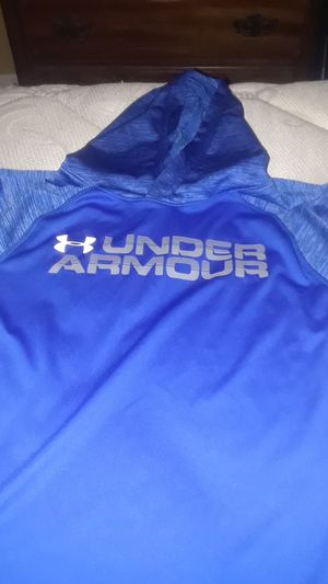 UNDER ARMOUR LONG SLEEVE BOYS SIZE 7 for Sale in Johnston, RI