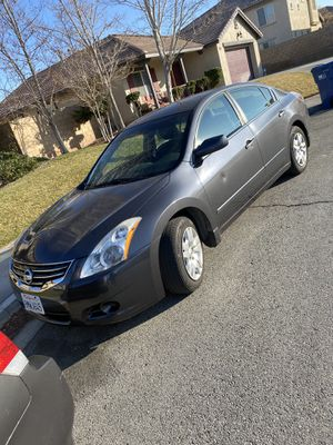 2012 Nissan Altima miles 98000 tags 01/21 for Sale in Los Angeles, CA