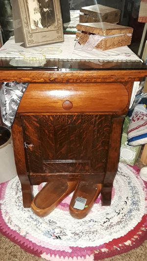 Antique wash basin thunder mug night stand for Sale in Pequot Lakes, MN