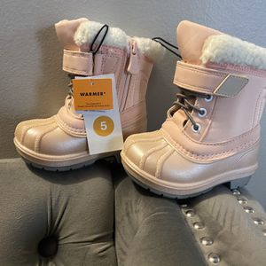 Baby Snow Boots Size 5 $30 PRICE IS FIRM for Sale in Los Angeles, CA