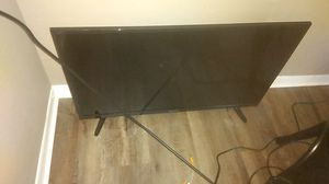 32 inch smart TV comes with remote for Sale in Victoria, TX