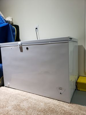 GE Garage Ready 10.6-cu ft Manual Chest Freezer (White) ENERGY STAR. for Sale in Puyallup, WA