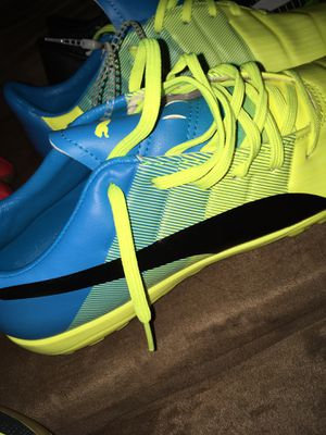 Indoor soccer shoes size 9 for Sale in Riverdale Park, MD