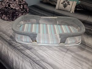 Swaddle me by your side baby sleeper for Sale in Bensenville, IL
