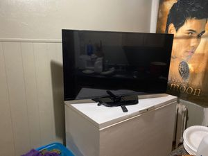60 inch lg flat screen tv with remote control needs a new sender works great for Sale in Philadelphia, PA