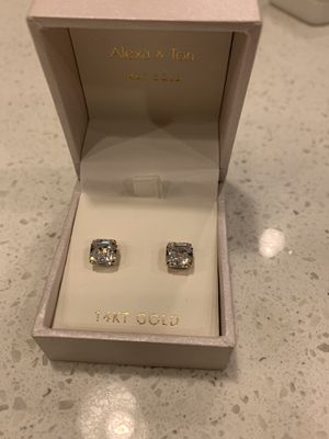 Diamond stud earrings for Sale in Skokie, IL