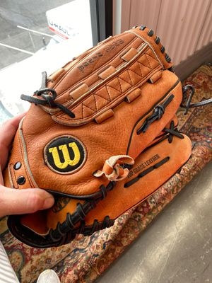Wilson Baseball Glove for Sale in Los Angeles, CA