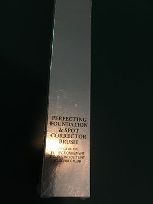 Lancôme perfecting foundation and spot corrector brush for Sale in Lockhart, TX