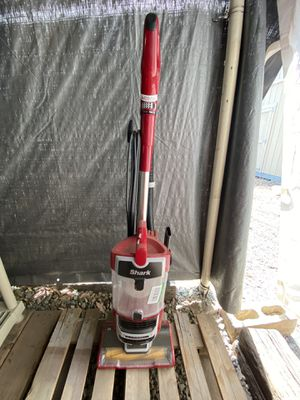 Shark Lift Away Vacuum for Sale in Corona, CA
