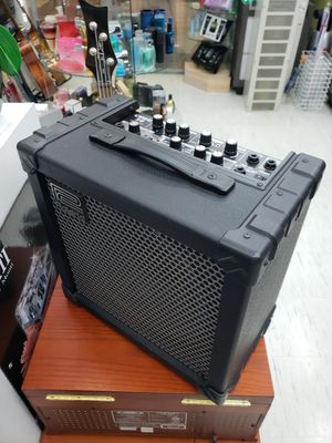 ROLAND CUBE 30 COSM for Sale in Key Biscayne, FL