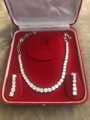 Necklace earring set diamond like for Sale in Queens, NY