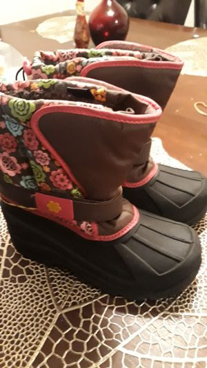 Snow girl boots size 2 for Sale in Anaheim, CA