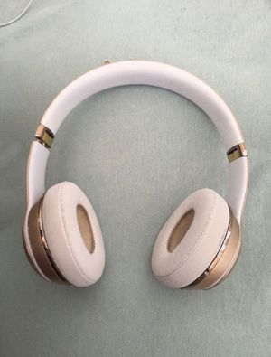 Beats solo 3 wireless special edition gold for Sale in Cutler Bay, FL