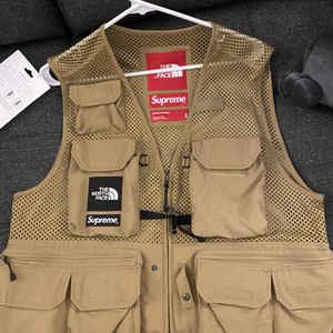 Supreme Cargo Vest (M) for Sale in Brentwood, MD