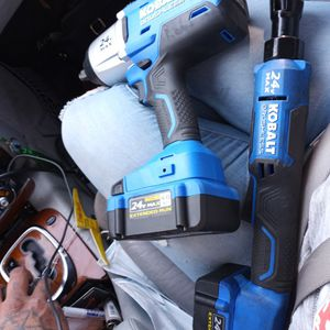 Kobalt 24-volt max 1/2-in cordless impact wrench comes with a 24-volt max high-capacity Li-ion battery, charger and soft bag for Sale in Las Vegas, NV