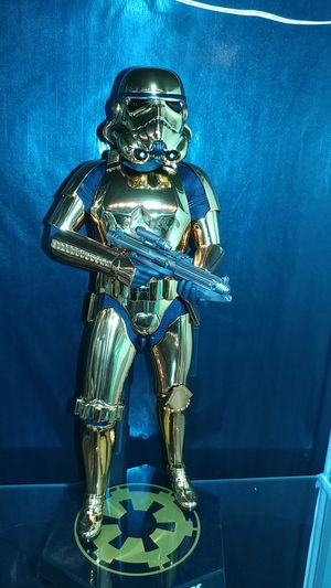 Hot Toys Collectibles Gold Chrome Stormtrooper 1:6 scale for Sale in Las Vegas, NV