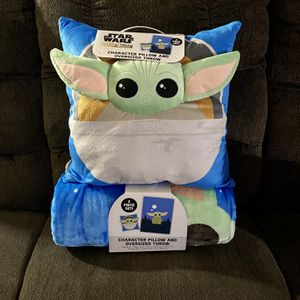 Disney Star Wars Mandalorian - Character pillow and OVERSIZED throw. for Sale in Burbank, CA