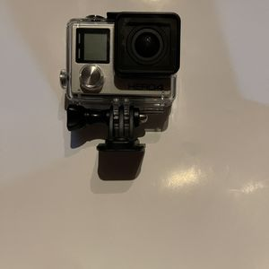 Gopro Hero 4 + SD Card + Tripod for Sale in West Bloomfield Township, MI