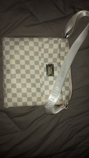 LOUIS VUITTON cross over bag for Sale in Washington Township, NJ