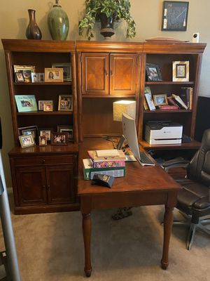 Home office desk. $300 must pick up for Sale in Las Vegas, NV