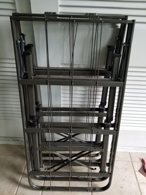 Single bed frame for Sale in Tallahassee, FL