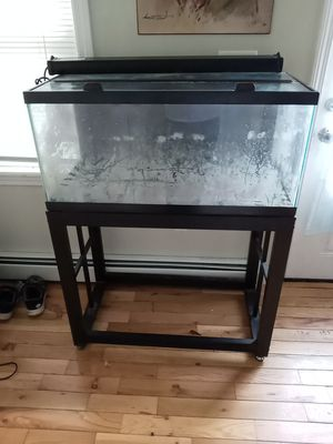 40 gallon fish tank with metal stand for Sale in Smithfield, RI