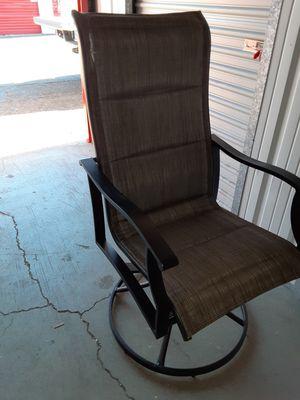 Outdoor lawn patio swivel chair *read* for Sale in Las Vegas, NV