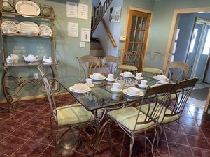 Metal Dining set with bar stools and bakers rack for Sale in Hazlet, NJ