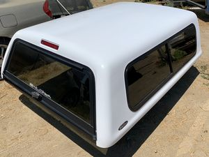 Camper Shell for the 6ft bed Toyota Tacoma 2005 to 2015 for Sale in Perris, CA