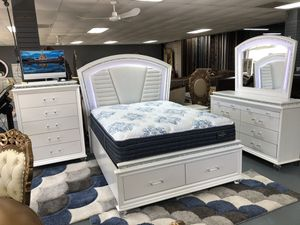 High quality bedroom set white for Sale in Dallas, TX