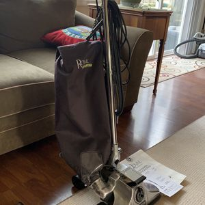 Royal Everlast Vacuum for Sale in Vancouver, WA