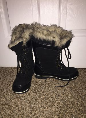 Size 7 target snow boots for Sale in Ashburn, VA
