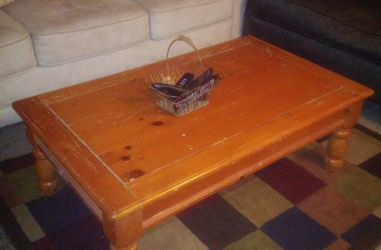 Coffee table for Sale in DeWitt,  IA