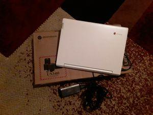 Lenovo Chromebook C330 - Blizzard White Lenovo Chromebook C330 for Sale in Fresno, CA